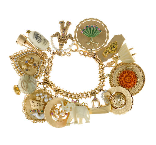 An eighteen karat gold charm bracelet