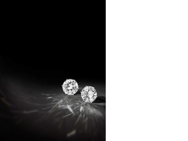 A pair diamond solitaire earrings