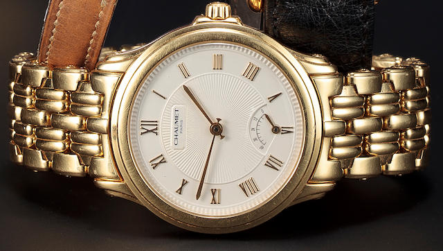 Chaumet. An 18K gold automatic wristwatch with power reserve and braceletCase no. 20A-829