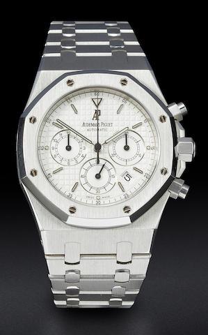 Audemars Piguet. An 18K gold automatic chronograph wristwatch with dateCase no. 66410, Movement no. 325721, 1980's