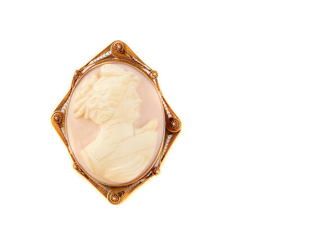 A cameo and gold brooch