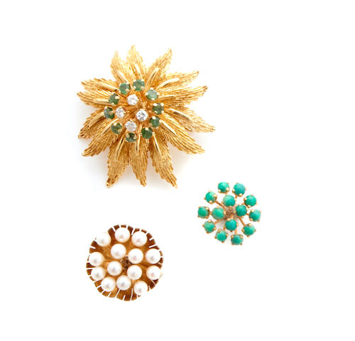 A gold flower brooch and ring with three interchangeable gem-set cluster parts