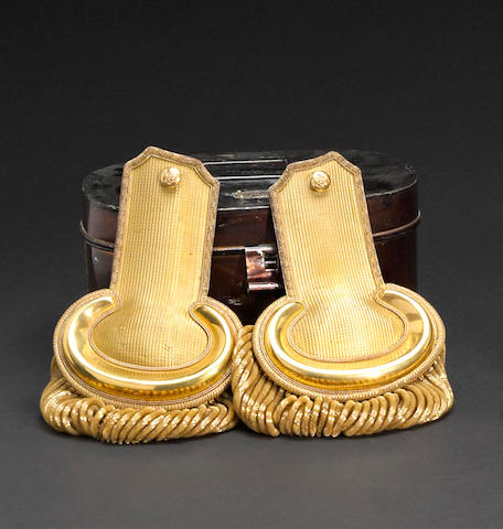 A cased pair of Civil War era Artillery lieutnant's epaulets by Horstmann Brothers & Allien