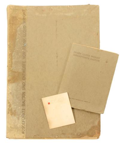 WRIGHT, FRANK LLOYD. 1867-1959. 1. Ausgeführte Bauten und Entwürfe. Berlin: E. Wasmuth, 1910.