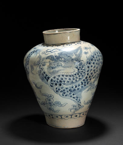 A large blue and white porcelain dragon jar Joseon dynasty, late 18th/early 19th century