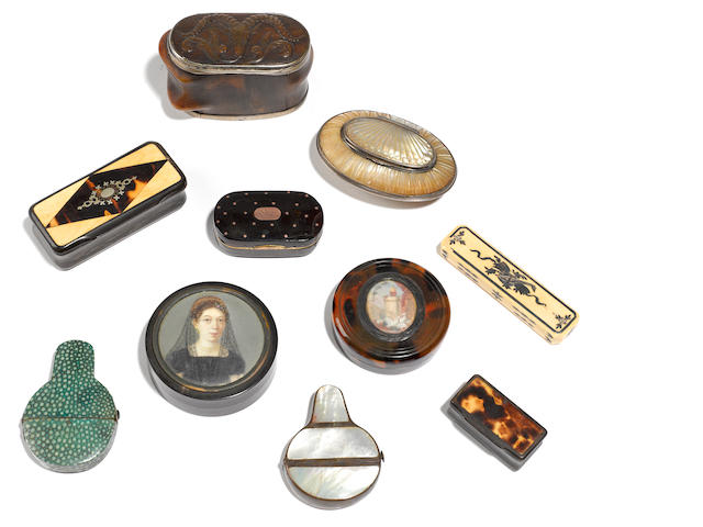 A group of ten assorted decorative articles