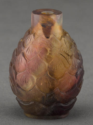 A carved quartz snuff bottle