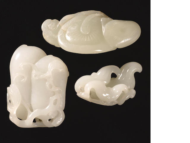 Three carved jade toggles Late Qing dynasty