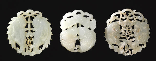Three reticulated carved jade fish group pendants  Late Qing dynasty