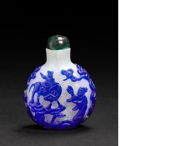 A snowflake glass snuff bottle with blue overlay 1820-1880
