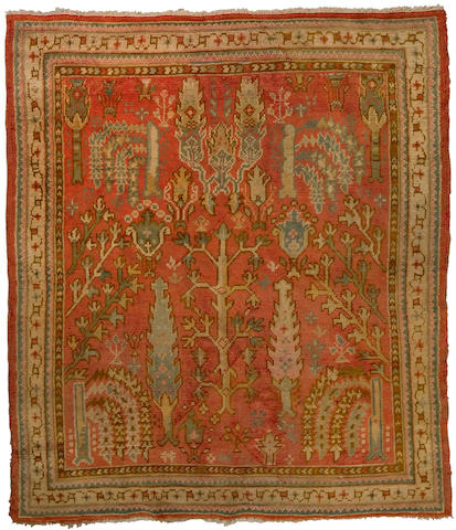 An Oushak rug<BR />West Anatolia, late 19th century approximate size 5ft 3in x 6ft 5in (160 x 195.5cm)