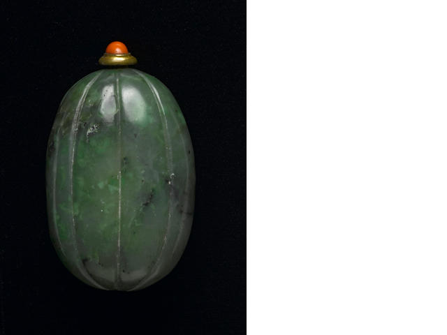 A spinach jade snuff bottle  1820-1880