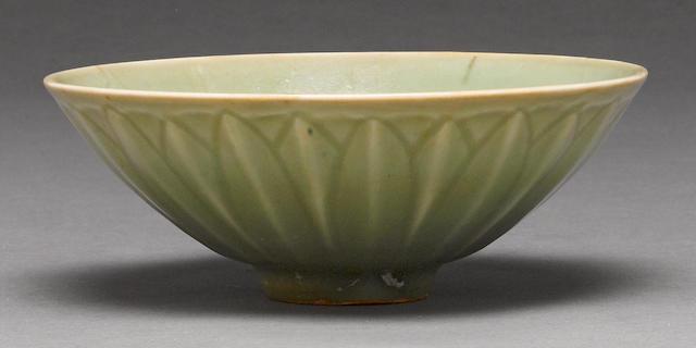 A Longquan celadon lotus bowl 13th/14th century