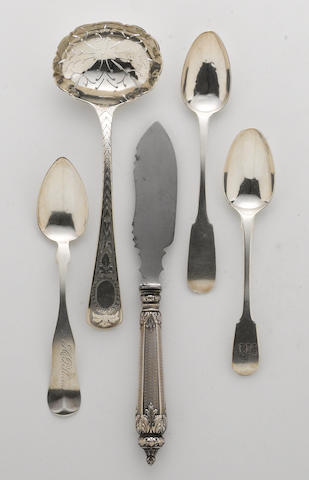 A group of silver and silver mounted flatware  (5)