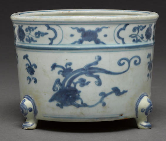 A blue and white porcelain footed censer Ming dynasty