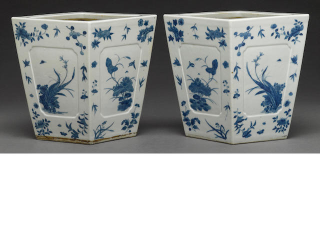 A pair of porcelain jardiniere in underglaze blue