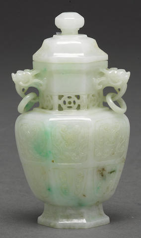 A whtie and emerald jadeite lidded jar