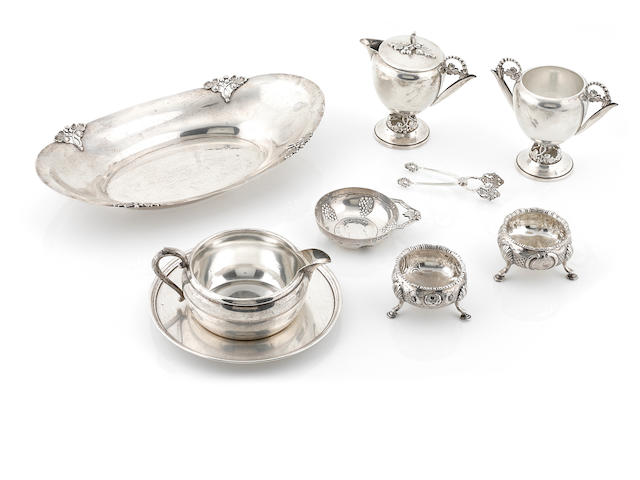 A group of American sterling silver hollowware, comprising a bread tray, a sauce boat, a plate, a pair of salt cellars, a cream jug and sugar bowl set, a pair of sugar tongs and a sommelier cup, 9 pcs