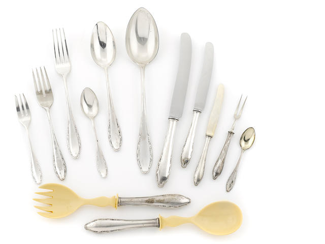 A Continental 800 standard silver flatware service for twelve, approx 171 pcs