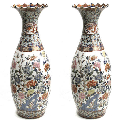 A pair of massive Japanese style porcelain floor vases China, contemporary