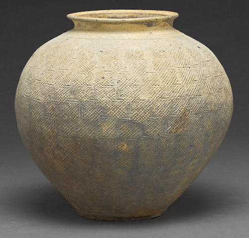 An earthenware jar Warring states period/Han dynasty