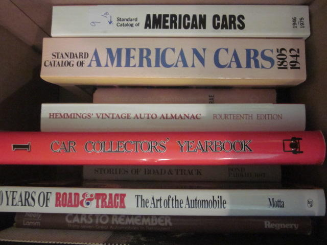 A lot of American car marque catalogs, almanacs and yearbooks,