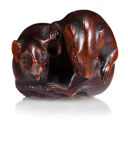 Wood netsuke of two mice, Kazutomo