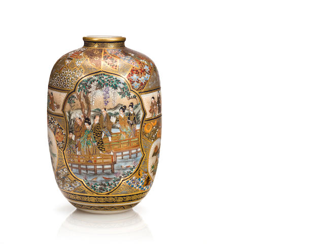 Small Satsuma vase with figures (Kozan)