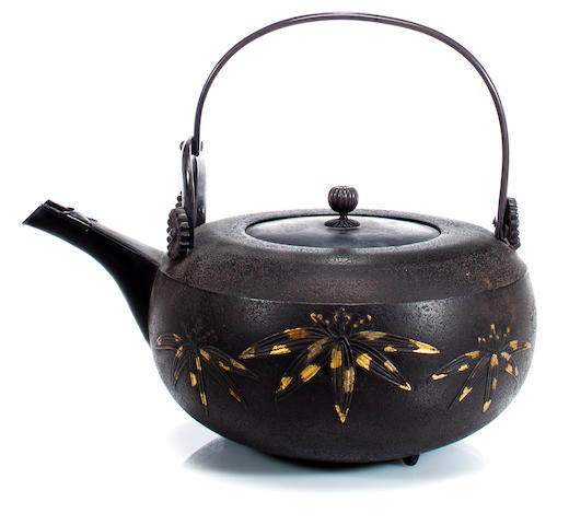 An iron kettle Edo period (19th century)