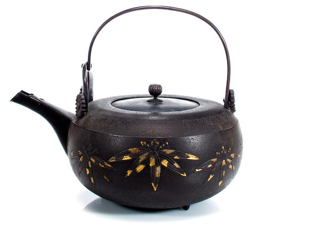 Iron kettle with bamboo decoration