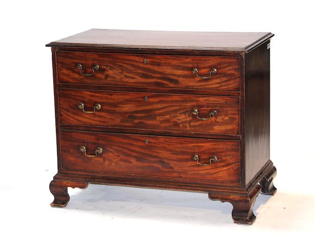 A George III mahogany chest of drawers late 18th century