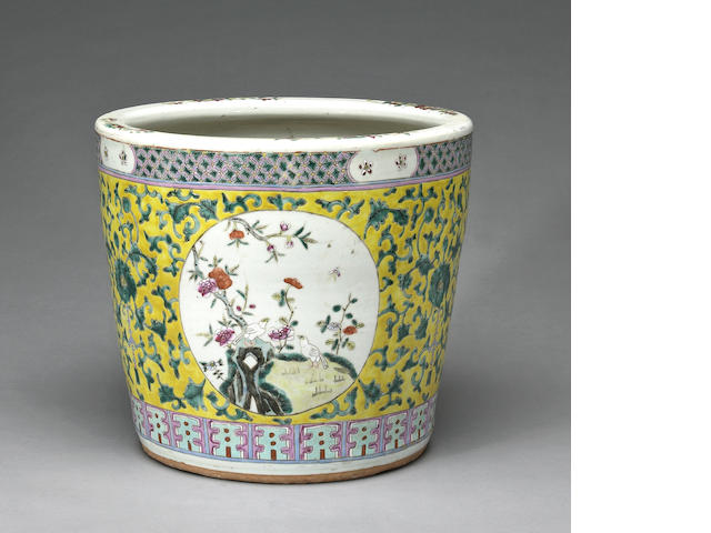 A Chinese yellow ground porcelain jardiniere late Qing/Republic Period (hairline crack)