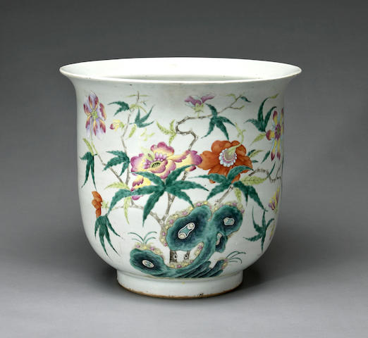 A Chinese famille rose porcelain jardiniere late Qing/Republic period