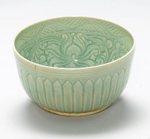 A celadon glazed stoneware bowl Thailand, Si Satchanalai, 14th-16th century