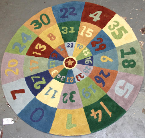 A Chainstich round rug size approximately 4ft. 10in.