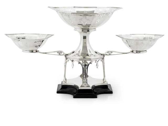 An Edwardian sterling silver three-basket epergne