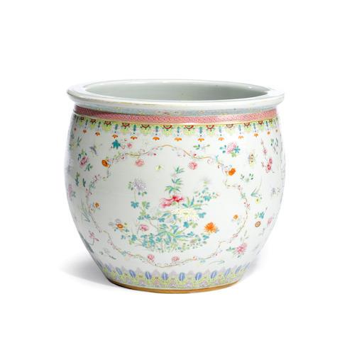 A famille rose enameled porcelain jardinière  Late Qing/Republic period