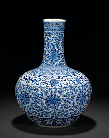 A good blue and white glazed porcelain vase, tianqiuping Late Qing dynasty
