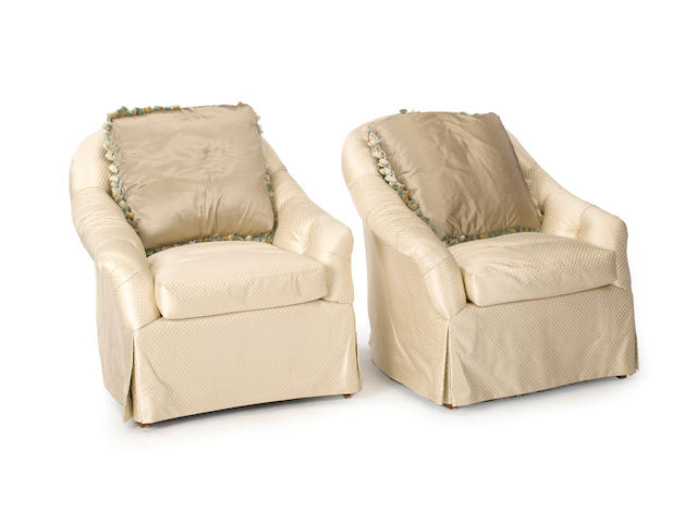 A pair of Contemporary ivory upholstered club chairs