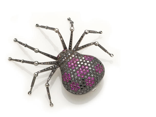 A pink sapphire and black diamond spider brooch, 18K, D=296=3.55ct