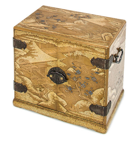 A gold-lacquer kodansu Meiji period (late 19th century)