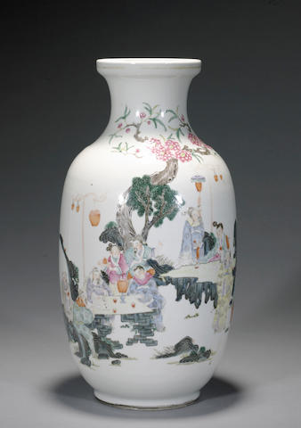 A famille rose enameled porcelain vase Late Qing/Republic period