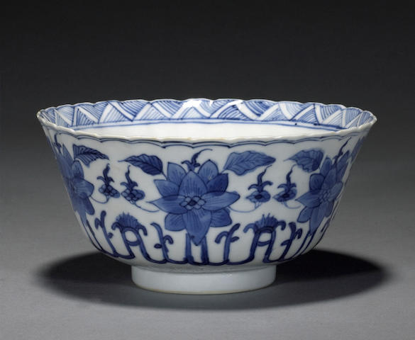 A blue and white export porcelain bowl Kangxi Mark, 18th century