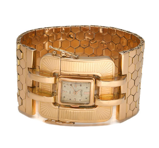 An eighteen karat gold integral wide bracelet wristwatch, Universal Geneve