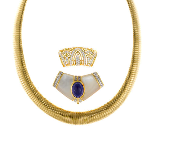 An eighteen karat gold tubogas necklace together with a diamond and eighteen karat gold slide and a hard-stone, diamond and fourteen karat gold brooch/slide