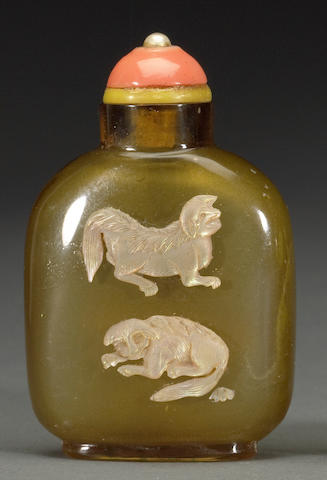 An overlay-decorated agate snuff bottle  The bottle: 1820-1880