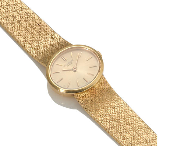 An eighteen karat gold integral bracelet wristwatch, Patek Philippe