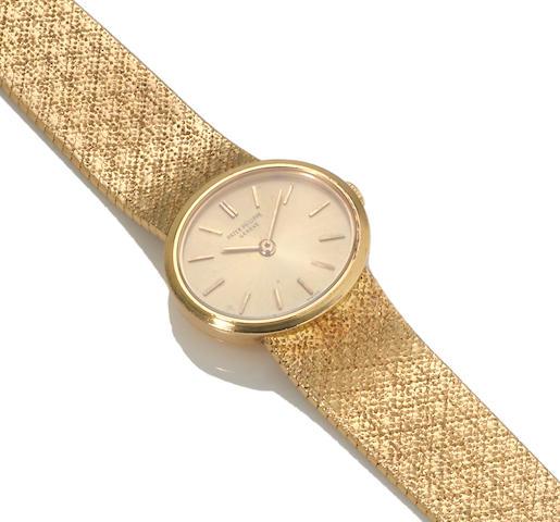 An eighteen karat gold integral bracelet wristwatch, Patek Philippe