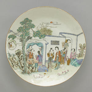 A large polychrome enameled porcelain charger with figural decoration  Guangxu mark, Late Qing/Republic period