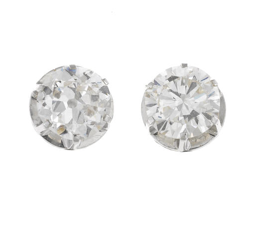 A pair of diamond solitaire screwback earrings